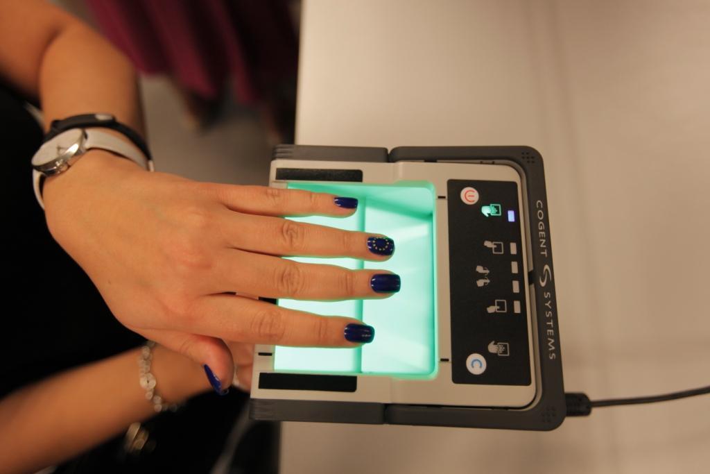 Отпечатки пальцев для шенгенской визы: как и где сдать?
