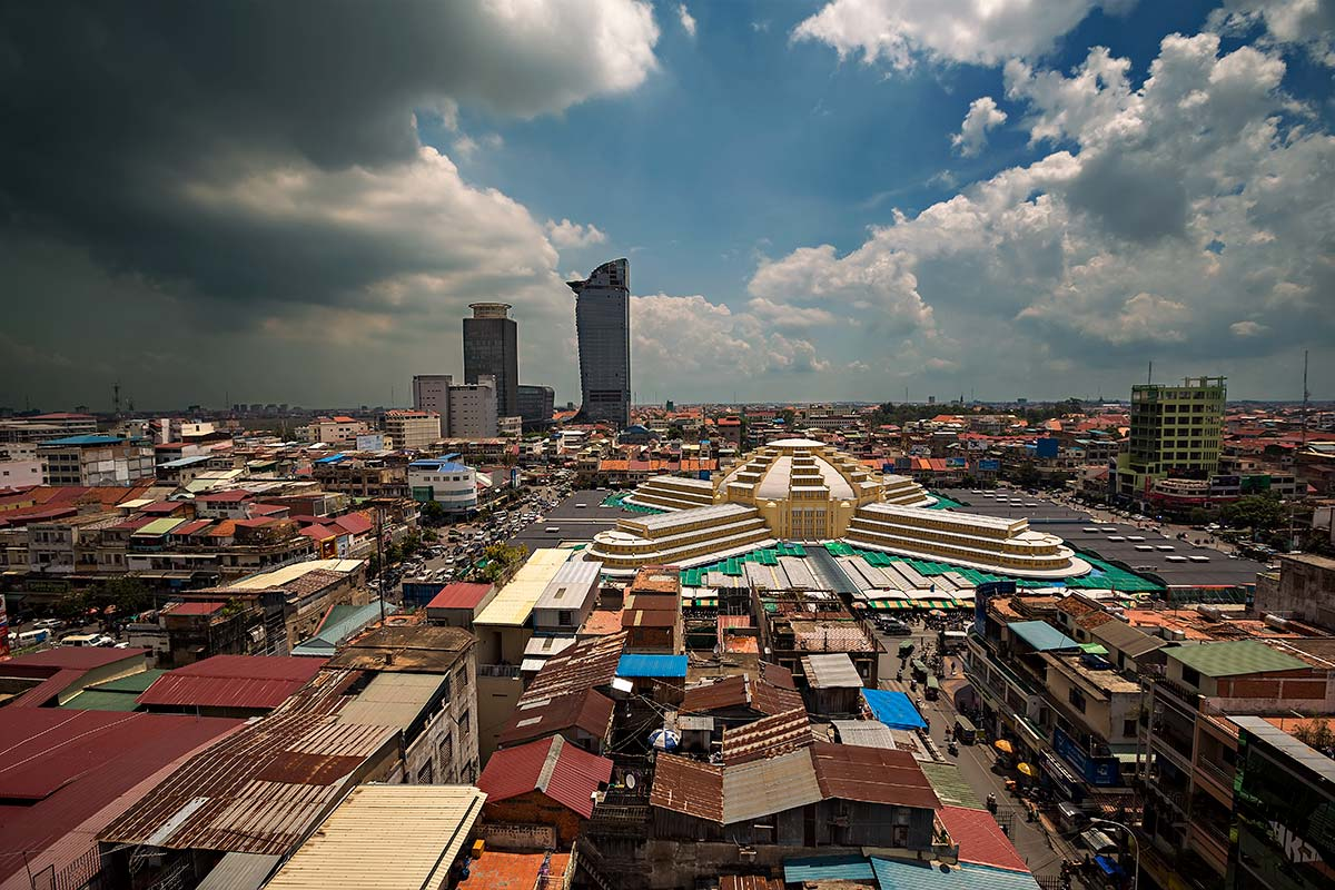 На картинке – столица Камбоджи Пном Пень